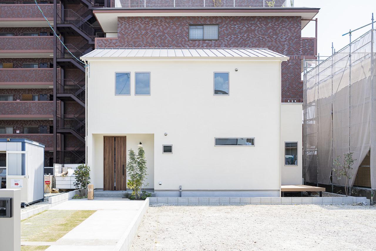 阪急西向日駅から徒歩10分のところにある、外観の明るいオシャレなお家